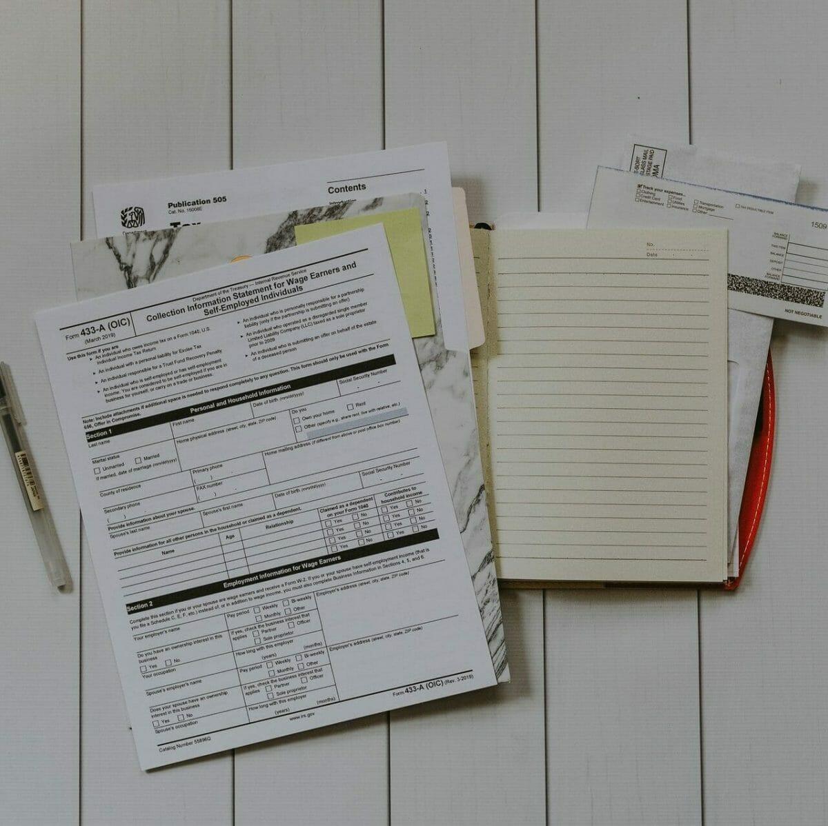 Este artículo habla acerca de presentar una declaración de impuestos a último momento. La imagen es acorde.