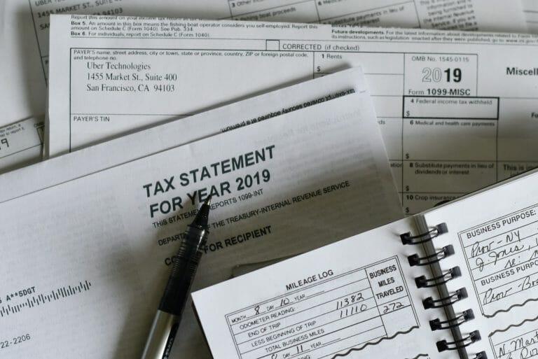 Este artículo habla acerca de cuánto tarda en llegar el reembolso del IRS. La imagen es acorde.