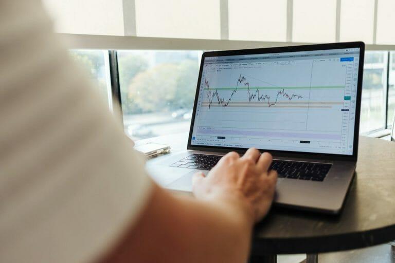 Este artículo habla sobre cómo funciona un plan de retiro 401k. La imagen es acorde.