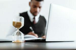Este artículo habla sobre cuánto es la multa por no declarar impuestos a tiempo. La imagen es ilustrativa.