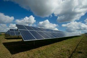 Este artículo habla sobre energías renovables. La imagen es acorde.